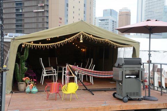仕事帰りに手ぶらでお洒落にBBQ!大阪駅近で話題の都会型グランピング