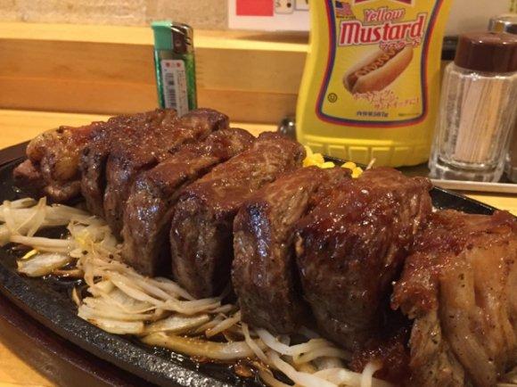 デカ!これぞ理想の超厚切り!500g以上も注文可能なメガ盛りステーキ