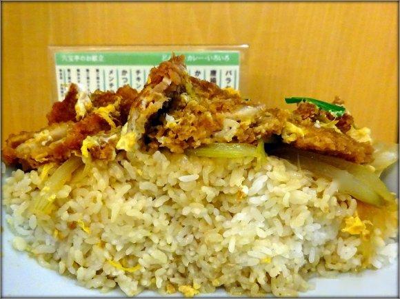 ラーメン丼でてんこ盛りご飯を食らう!デカ盛り激戦区でテッパンの定食屋
