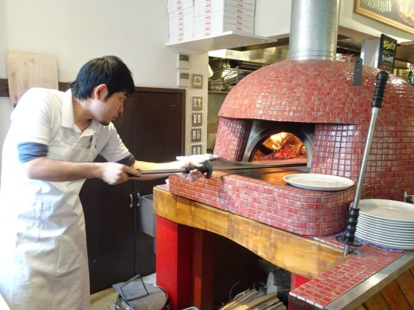 ピッツァ・カルボナーラが絶品!日本一のピッツァ職人の店の2号店が誕生