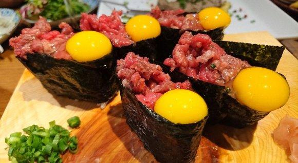 馬刺し、肉寿司、唐揚げ、焼肉、すき焼まで!まさに馬肉天国の酒場が熱い