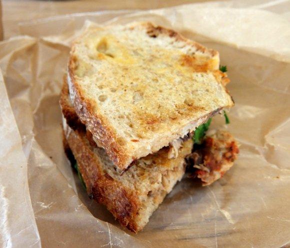 やめられない止まらない美味しさ!コーヒースタンドの激うまサンドイッチ