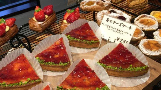 苺のチーズケーキも!パン通も注目、遊び心のあるパン屋さん