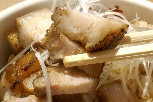スープに麺・具材までハズレのない旨さ!淡麗系中華そばが人気の『勝本』