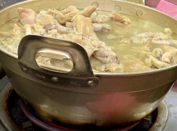 骨付きカルビに豚足・スペアリブ!全国で味わえる激ウマ「骨付き肉」6選