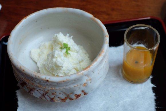 マンゴーやソースを好みでトッピング!雪のような白さのふわふわかき氷