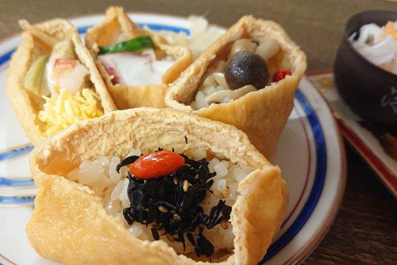 やわらかい味付けでほっこり!優しい気分になれる「いなり寿司ランチ」