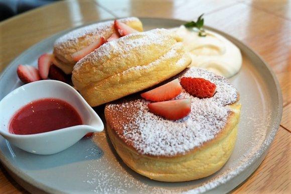 驚きのふわふわ体験!たまごをたっぷり使った甘めパンケーキ