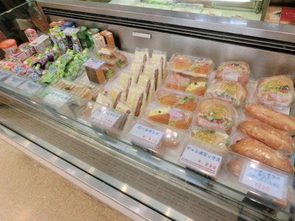 懐かし系パンの宝庫!創業1920年の老舗パン屋「タカセ 池袋本店」