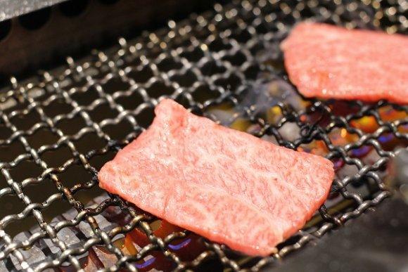 まさに大人の焼肉屋!カウンター席で郷土料理と焼肉を楽しめるお店