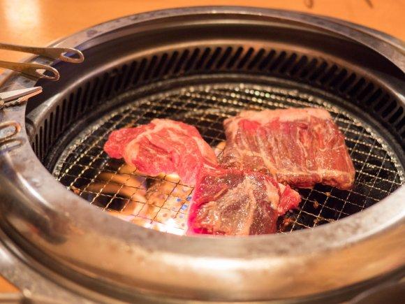 厚切りステーキや牛タンも!4999円で楽しめる焼肉食べ飲み放題が凄い