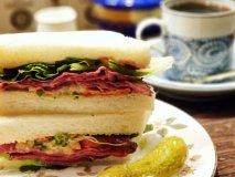 喫茶店のビーフサンドにラーメンの名店!渋谷で行くべき食通お墨付きの店