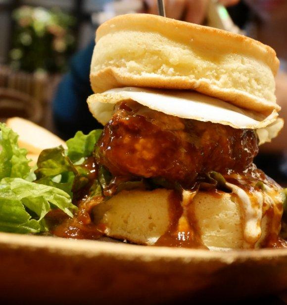 まるでハンバーガー!?心斎橋で人気のハイブリッドパンケーキ