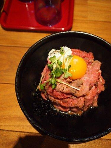 銀座ランチの穴場!「ワイン食堂寓」でローストビーフ丼を並ばずに満喫!