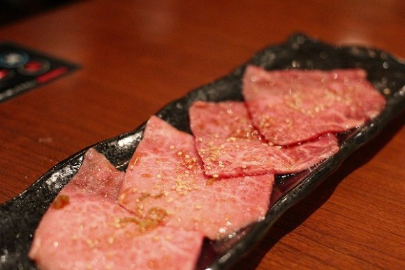 極めて希少で上質な国産和牛が味わえる!ボリュームも大満足の焼肉コース