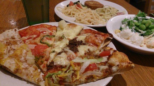 25種類のピザが食べ放題!超定番アメリカンピザバイキング