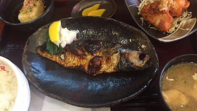 美味しい魚料理が豊富!連日大勢のお客さんで賑わう地元で人気の定食屋