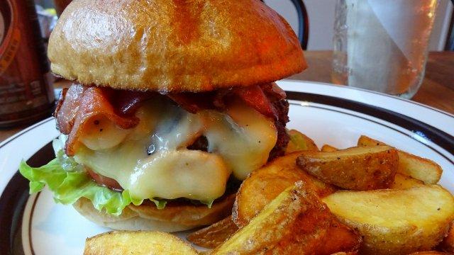 絶妙な一体感が最高!マッシュルームのハンバーガーで薫り立つ秋を満喫