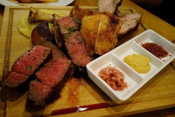 溢れる肉汁や肉塊に悶絶!食通がおすすめするステーキ記事6選