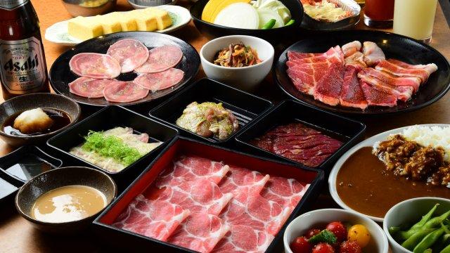 超巨大ハラミにカレーも!人気焼肉店の全80品食べ飲み放題が3500円