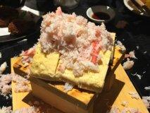 ストップを掛けるまで蟹をぶっかけ!名物メニューは注文必須の北海道酒場