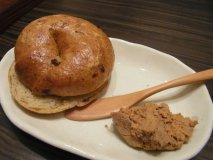 ディナーの自家製パンが主役級に美味しい都内レストラン3選