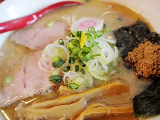 想像以上の美味しさ!旋風を巻き起こす可能性大の「魚介豚骨ラーメン」