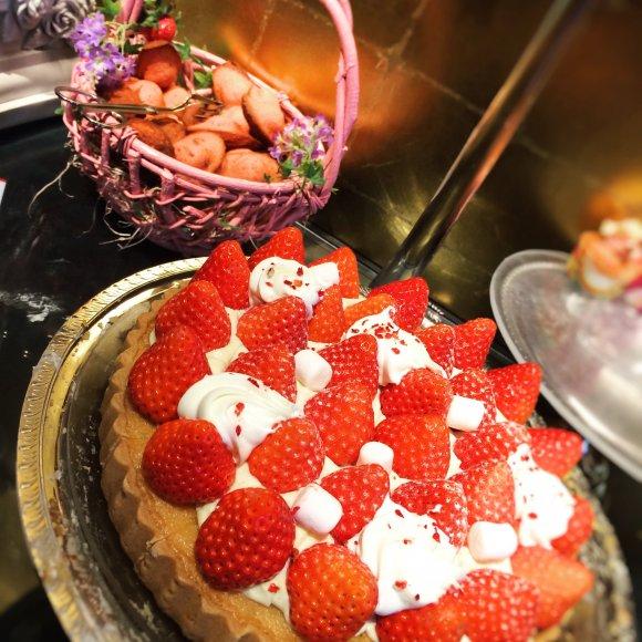 ストロベリーデザートと出来立て点心が食べ放題!大人気のホテルブッフェ