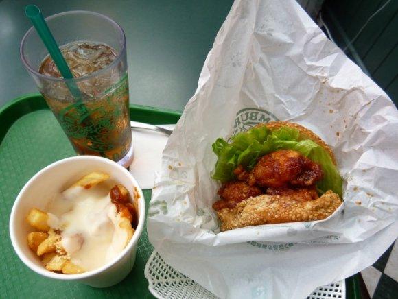 地元熱愛!函館で大人気のご当地バーガーショップで味わう「ラーメン」