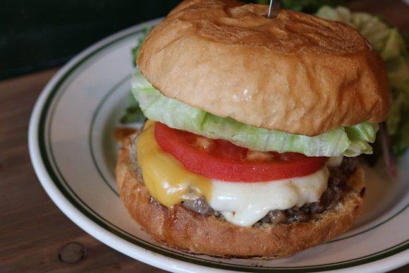激戦区でも埋もれない味!とことん「自家製」にこだわるハンバーガー