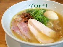あの名店出身!絶品鶏白湯スープを自在に彩る「ラーメン イロドリ」