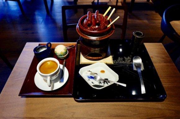 口では表せない至高の味!団子とアイスを味わえる和菓子屋併設のカフェ