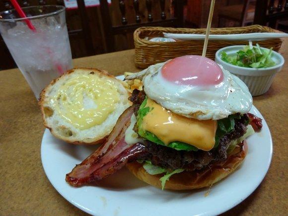 極厚ベーコンの存在感が凄い…!激旨ハンバーガーが味わえる関西のお店