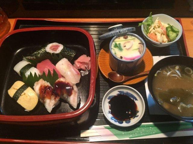 職人さんが握る本格寿司が税込850円で楽しめる大満足のお値打ちランチ