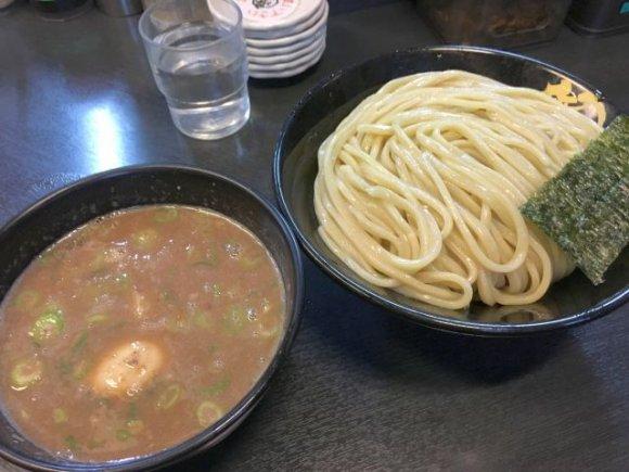 本家に負けない濃厚ドロドロ豚骨スープは健在!『無鉄砲』のつけ麺専門店