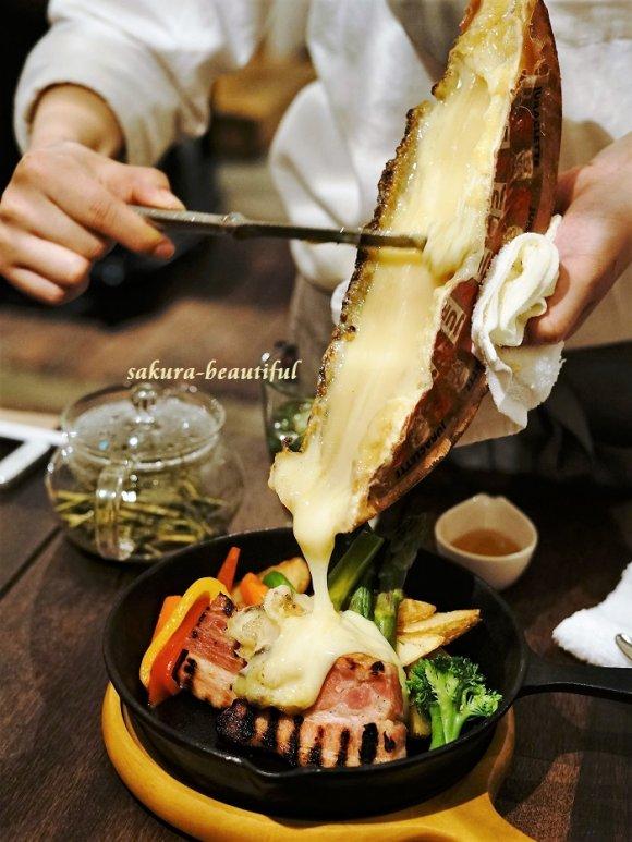 最初から最後までチーズ三昧!話題のとろ~りとろけるチーズも味わえる店