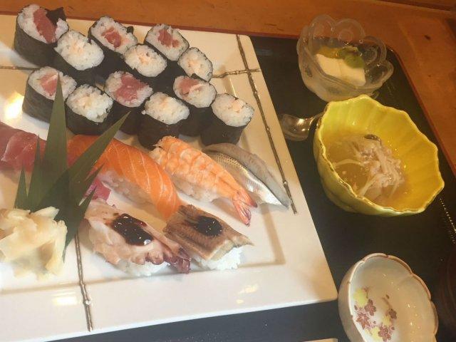 すべて900円!ランチなら職人さんが握る本格寿司がお得に味わえる名店
