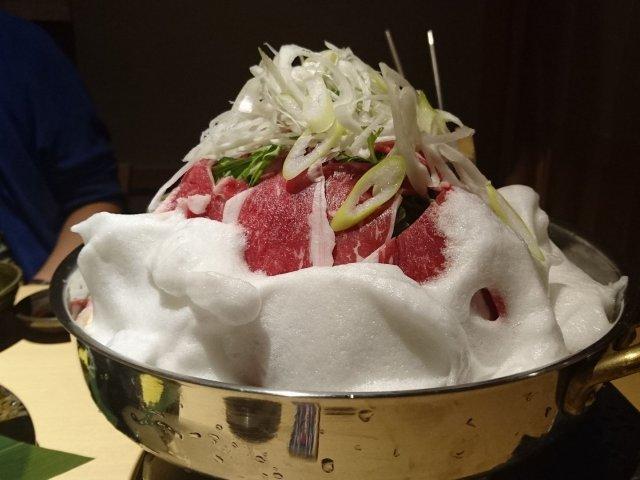【越後酒房 八海山】すき焼き鍋が山盛り!日本酒が豊富な八海山公認の店