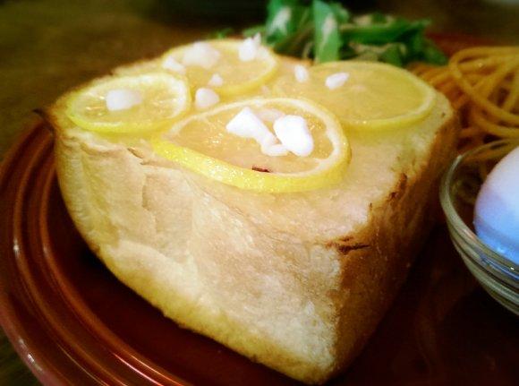 【天満橋】かわいいカフェでびっくり分厚いトーストを食べよう