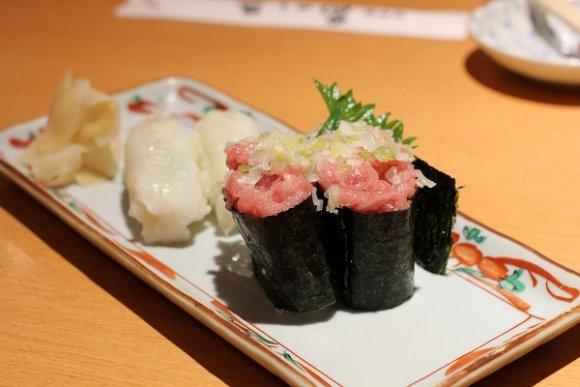 【魚がし鮨】回らないのに3000円でお腹いっぱいになれるお寿司屋さん