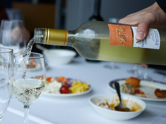 驚きのコスパ!一流ホテルで楽しめるワイン飲み放題ビュッフェ