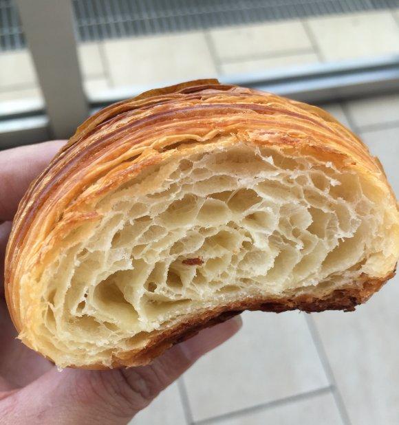 「ルート271」が梅田に移転!「タイ風焼きそばパン」は一度食べるべき