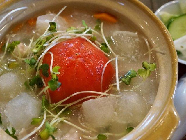 凍った出汁氷入り!?冷しゃぶ風トマトのお粥で夏を乗り切ろう