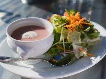 農園レストランで田園風景と共に楽しむ新鮮野菜を使ったヘルシーランチ!
