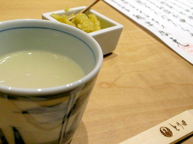 残らず飲み干したい、極旨白濁鶏スープの博多水炊き「とり田」