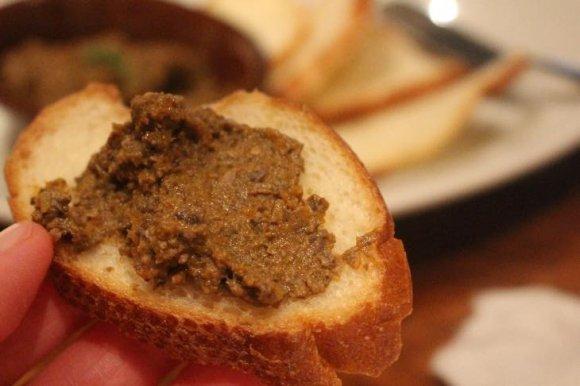 溢れる肉汁が堪らない!薩摩ハーブ悠然どりのロティサリーチキンが旨い店