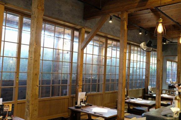 国内外クラフトビールが12種!日本三大八幡宮の前にある古民家風カフェ
