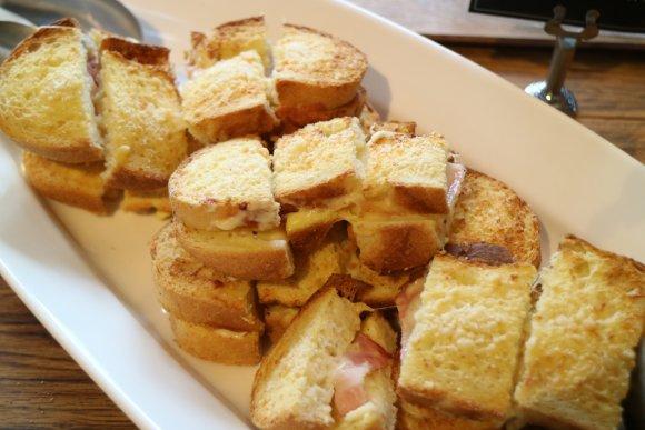 パンもサラダもドリンクも好きなだけ楽しめる!絶品ナポリタンランチ