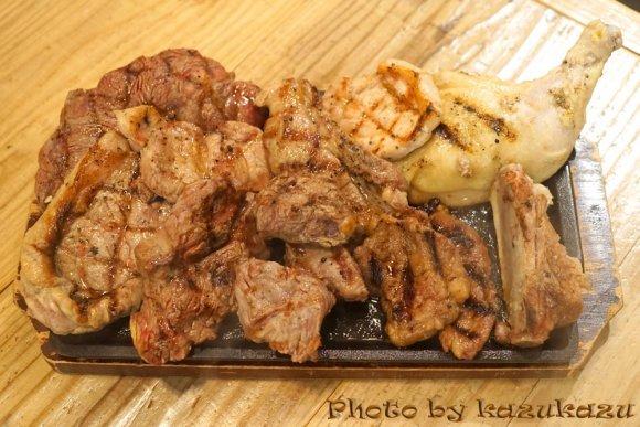 ステーキ食べ放題に3段重ねハンバーグも!都内の「肉料理」が美味しい店
