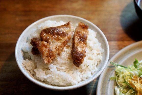 ソースだけで白米が止まらない肉定食が旨い!地元民に愛される老舗定食